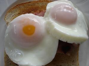 Jajka w koszulkach (źródło: sxc.hu)