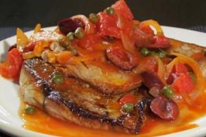 Ostrobok z pomidorami, czosnkiem i cebulą (źródło: TLC)