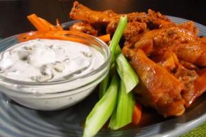 Pikantne skrzydełka z sosem serowym Gorgonzola (źródło: TLC)