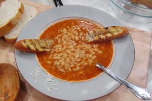 Zupa rybna z kurka z makaronem orzo (źródło: TLC)