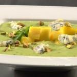 Zupa - krem z bobu i melisy z grilowanym ananasem i serem gorgonzola (źródło: masterchef.tvn.pl)