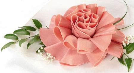 Kwiaty (róże) z szynki