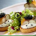 Placuszki ziemniaczane z makrelą wędzoną (źródło: kuchnialidla.pl)