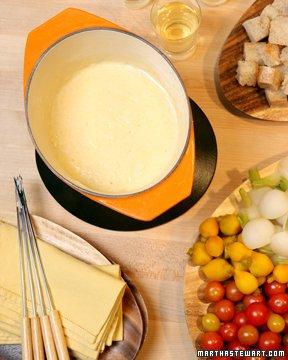 Fondue serowe (źródło: marthastewart.com)