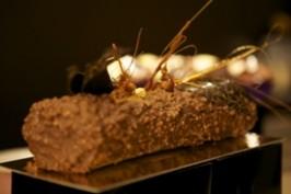 Rolada czekoladowo-orzechowa (źródło: bakingmad.com)