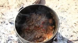 Gulasz z wołowiny lub jagnięciny (źródło: smakujswiat.tvn.pl)