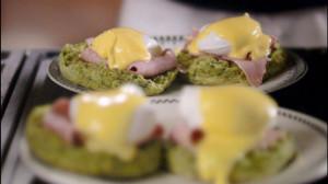 Jajka benedyktyńskie z muffinami szpinakowymi (źródło: hobbshousebakery.co.uk)