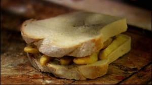 Kanapka z frytkami (źródło: hobbshousebakery.co.uk)