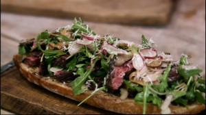 Kanapka z wołowiną i grzybami (źródło: hobbshousebakery.co.uk)
