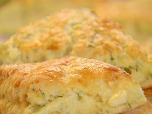 Bułeczki koperkowo-cheddarowe (źródło: foodnetwork.com)