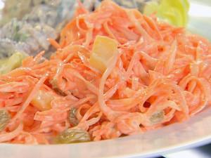 Surówka z marchwi i ananasa (źródło: foodnetwork.com)