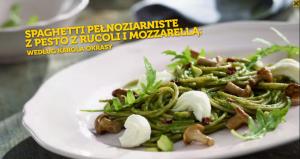 Spaghetti pełnoziarniste z pesto z rukoli i mozzarellą (źródło: kuchnialidla.pl)