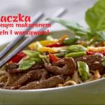 Kaczka ze smażonym makaronem Chow Mein i warzywami (źródło: kuchnialidla.pl)
