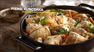 Piersi z kurczaka duszone z kapustą i jabłkami (źródło: kuchnialidla.pl)