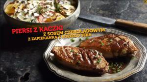 Piersi kaczki z sosem czekoladowym i z zapiekanką z kozim serem (źródło; kuchnialidla.pl)