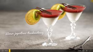 Deser jogurtowo-truskawkowy (źródło: kuchnialidla.pl)