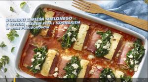 Roladki z mięsa mielonego z szynką, serem feta i szpinakiem w sosie pomidorowym (źródło: kuchnialidla.pl)