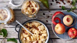 Jabłka i gruszki z rodzynkami (źródło: kuchnialidla.pl)