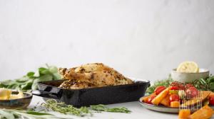 Kurczak w ziołach z pieczonymi słodkimi warzywami (źródło: kuchnialidla.pl)