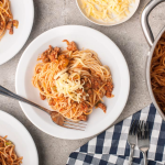 Ekspresowy Bolończyk czyli spaghetti po studencku (źródło: kuchnialidla.pl)
