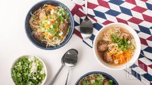 Chinka z klopsikami czyli orientalna zupa z makaronem i warzywami (źródło: kuchnialidla.pl)