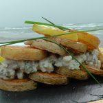 Sałatka śledziowa z pieczonymi ziemniakami (źródło: karolokrasa.pl)