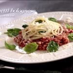 Spaghetti bolognese ze świeżym szpinakiem (źródło: kuchnialidla.pl)