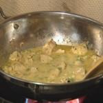 Curry z kurczakiem i orzechami nerkowca (źródło: smakujswiat.tvn.pl)