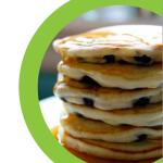 Naleśniki (pancakes) z jagodami (źródło: annaolson.ca)