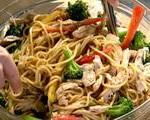 Kluski po seczuańsku z kurczakiem i brokułami (źródło: foodnetwork.com)
