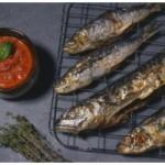 Grillowana makrela z warzywami i puree ziemniaczanym (źródło: alma.pl)