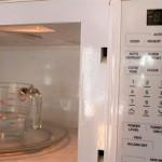 Jak bezproblemowo umyć i zdezynfekowaćmikrofalówkę/kuchenkę mikrofalową?