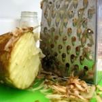Jak szybo i prosto wyczyścić tarkę do sera?